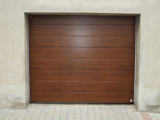 Sekční garážová vrata hnědá
