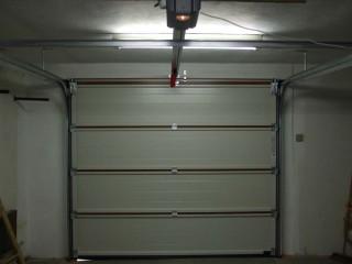 Sekční garážová vrata pohled zevnitř