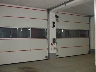 Sekční průmyslová garážová vrata Plzeň